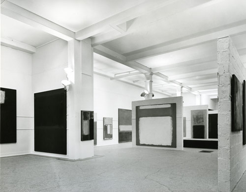 Installation view of  the 1961 Mark Rothko exhibition at Whitechapel Gallery (Ph