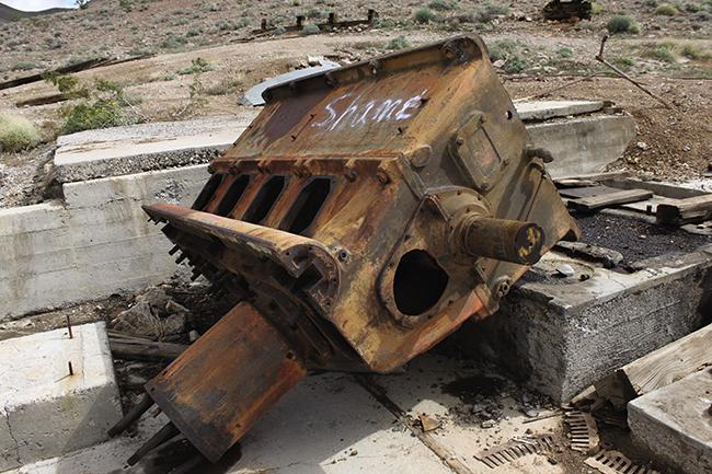 Josephine Halvorson, The Shame machine, Tecopa, California, March 2011 (photogra