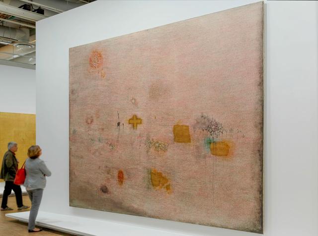 Installation View: Simon Hantaï, Peinture (Ecriture rose), 1958–59 (photo: Franc