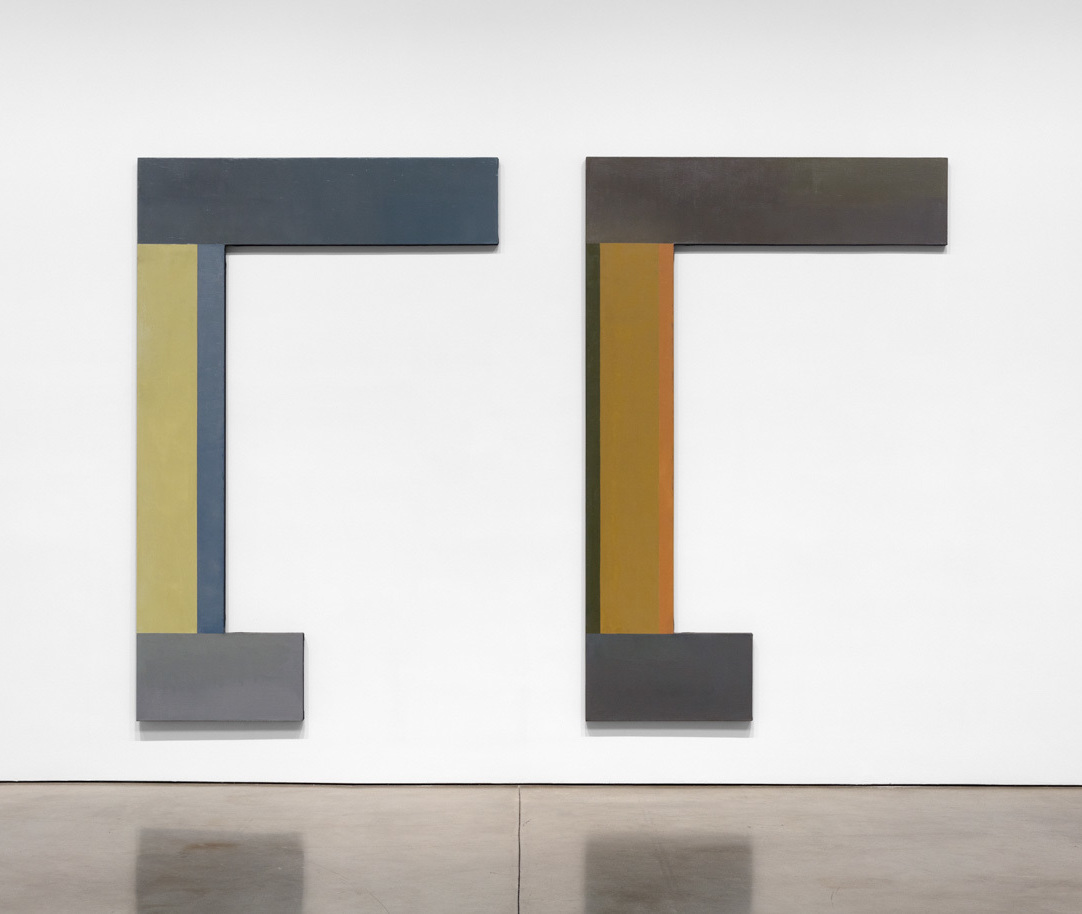 David Novros, Untitled, 1975, oil on canvas, 2 panels, overall: 117 1/4 x 168 x 2 inches (courtesy of Paula Cooper Gallery)