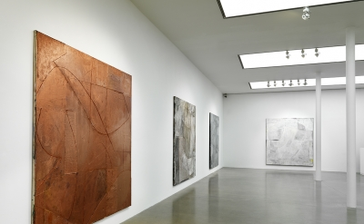 Installation view: Volker Hüller: New Paintings at Timothy Taylor Gallery, Londo