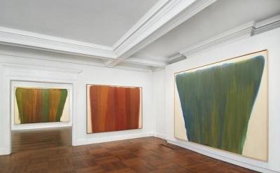 Installation view: Morris Louis, Veils at Mnuchin Gallery, New York (photo: Tom