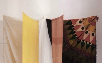 (detail) Noël Dolla, Structure à la tente d'indien, dyed cloth, towel rack, 160