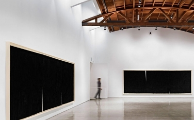 Richard Serra, Double Rifts, Installation view  (photo by Douglas M. Parker Stud
