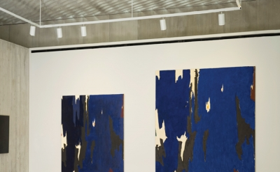 Clyfford Still, PH-268, 1955 (left) and PH-921, 1955–74 (right) - installation v