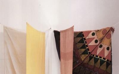 Noël Dolla, Structure à la tente d'indien, dyed cloth, towel rack, 160 by 140 by