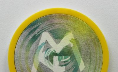Wendy White, MCF II, 2014, acrylic on canvas, plexiglas and PVC frame, gold, mir